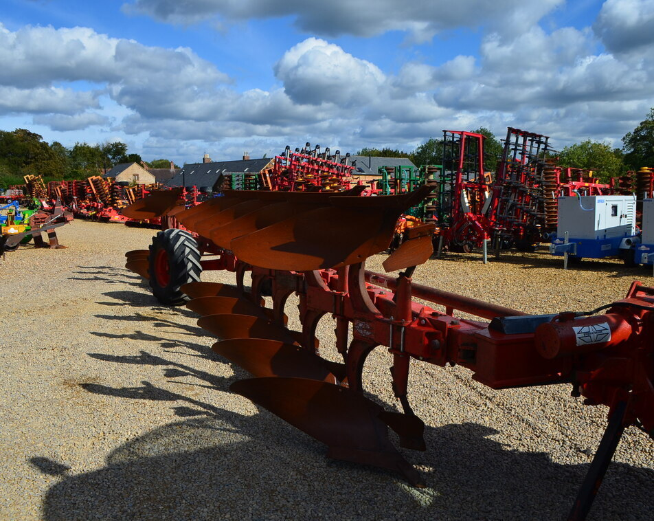 GREGOIRE BESSON WAGON PLOUGH 8 FURROW For Sale