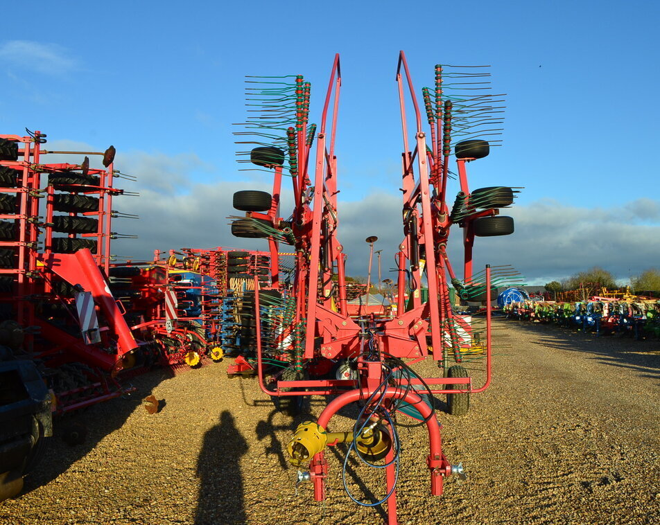KVERNELAND TWIN ROTOR RAKE For Sale
