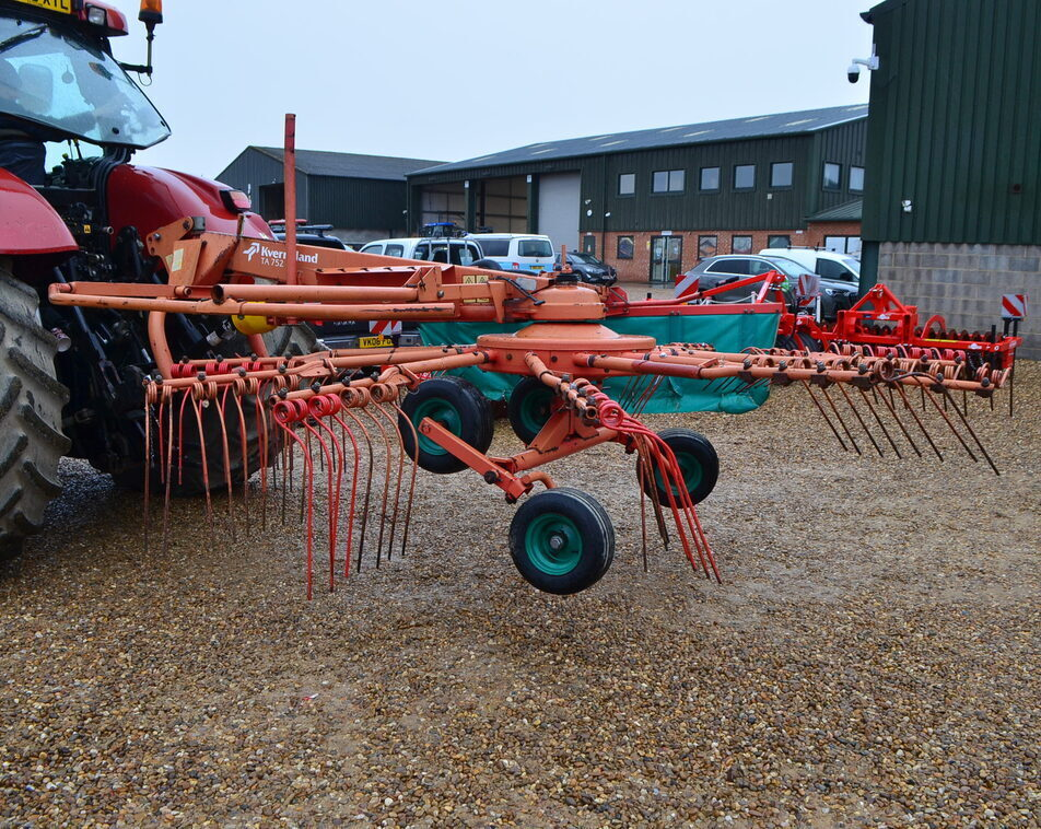 KVERNELAND SINGLE RAKE For Sale