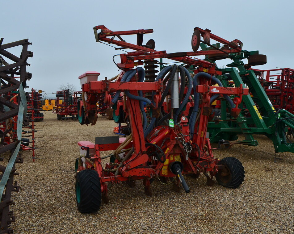 KVERNELAND 8 ROW MAIZE DRILL For Sale