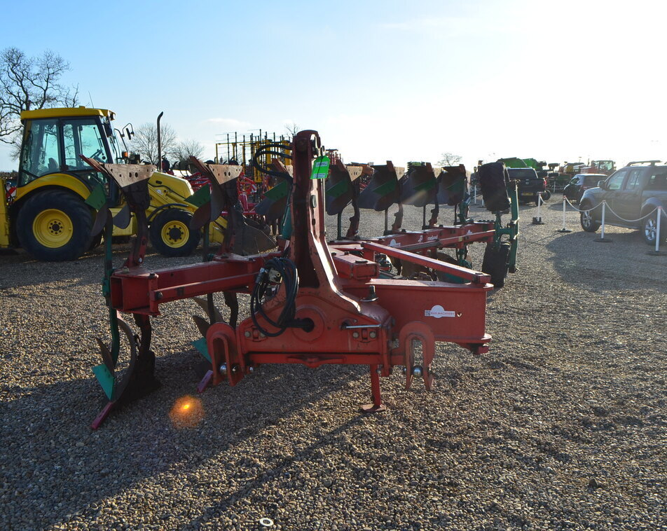 KVERNELAND LO85/300 PLOUGH For Sale